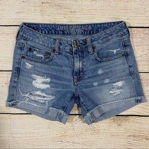 👖American Eagle Outfitters Distressed Shorts